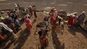 Govt praises MGNREGA as scheme completes 10 years