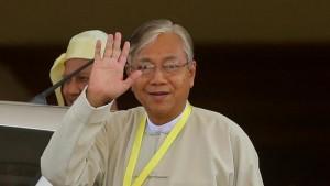 Htin Kyaw sworn in as Myanmar President