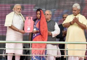 PM launches Pradhan Mantri Ujjwala Yojana at Ballia