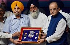 Arun Jaitley release a silver replica coin of Banda Singh Bahadur