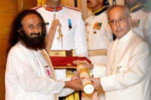 Sri Sri Ravishankar gets Dr Nagendra Singh international peace prize