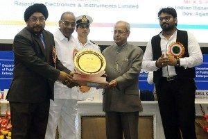 President Pranab Mukherjee presents SCOPE Awards