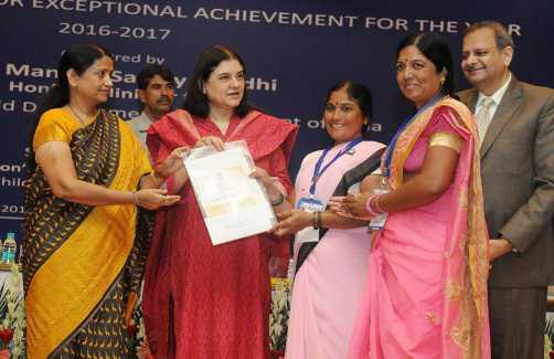Maneka Gandhi gives national level awards to Anganwadi Workers