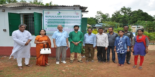 """Mangalajodi Ecotourism Trust wins """"Innovation in Tourism Enterprise"""" at the UNWTO Awards"""