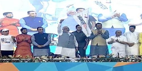 PM Modi flags off 'Run for New India' Marathon in Surat