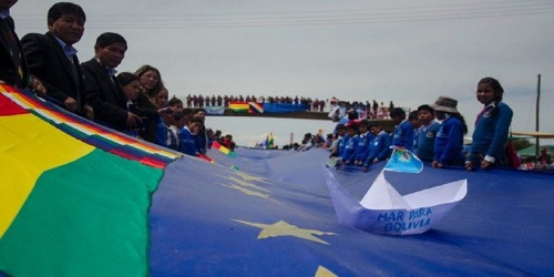 Bolivia unfurls 'world's biggest flag'