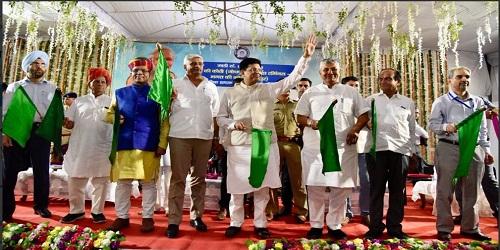 Piyush Goyal flags off Humsafar Jodhpur Bandra Express in Rajasthan