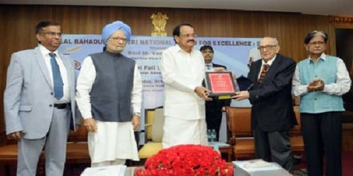 Vice President confers Lal Bahadur Shastri award on Fali Nariman