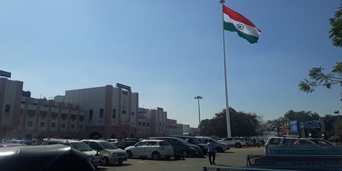 Hyderabad, became the first railway station of South Central Railway (SCR) zone to hoist a huge tricolour on a 100-foot tall pole.Hyderabad, became the first railway station of South Central Railway (SCR) zone to hoist a huge tricolour on a 100-foot tall pole.