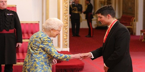 Sir Alastair Cook officially receives knighthood from Queen